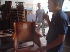 震災に会った椅子を修理しています